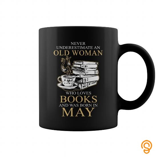 romantic-never-underestimate-an-old-woman-who-loves-books-05-t-shirts-clothing-company